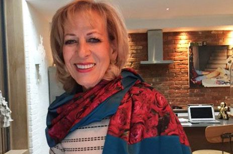 Sandy wearing a Lolly5000 scarf